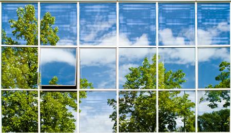 Почистване стъклени фасади